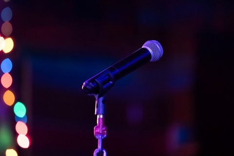 microphone-3916442_640