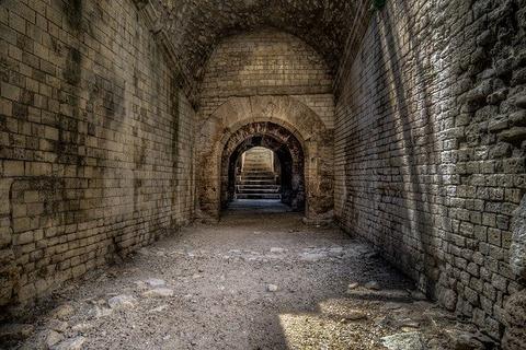 corridor-4415517_640