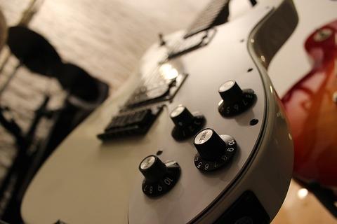 guitar-823595_640
