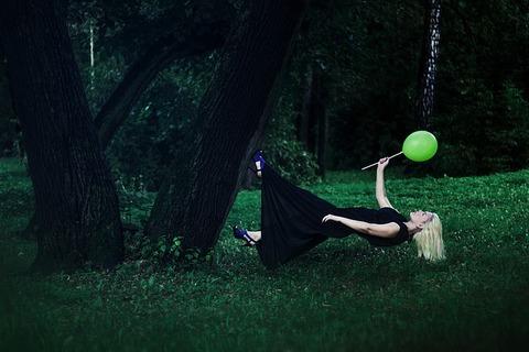 levitation-1333635_640