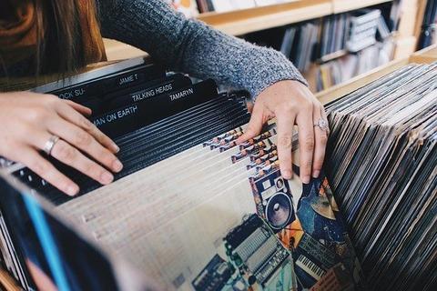 vinyl-records-945396_640