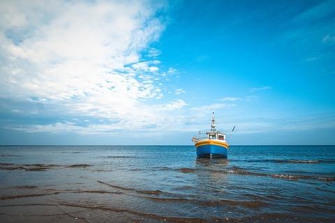 seashore-1783904_640