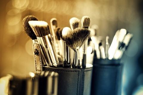 makeup-1289325_640