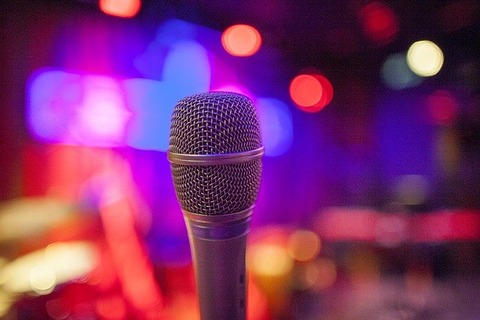 microphone-4697050_640