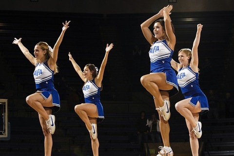 cheerleaders-654381_640