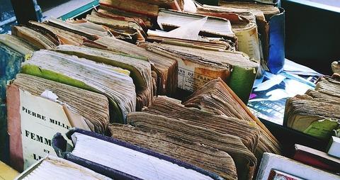 books-1644060_640