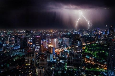 lightning-1082080_640