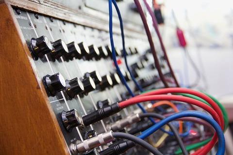 synthesizer-2479008_640
