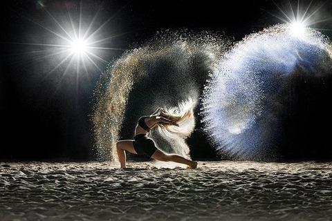 dancer-5576002_640