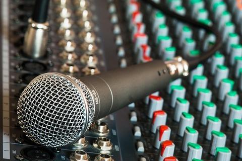 microphone-626032_640