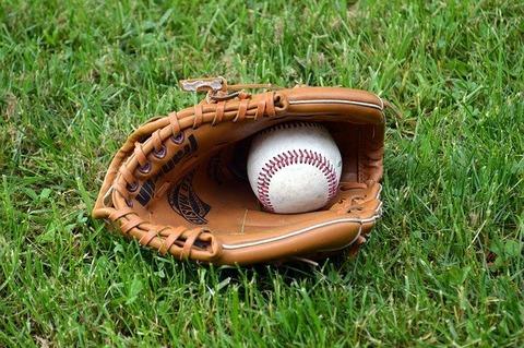 baseball-g45e805ef4_640