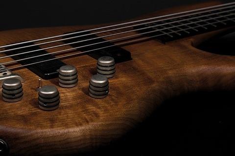 guitar-g6d484430d_640