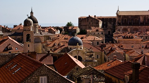 roofs-1195795_640