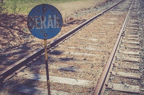 train-2576985_640