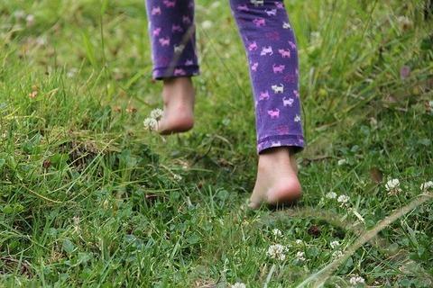 barefoot-482747_640