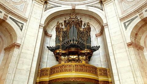 church-organ-3401780_640