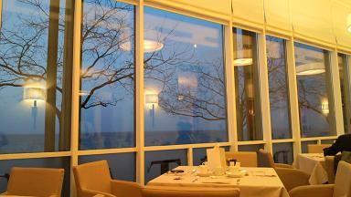 湖畔を眺めながら朝食です