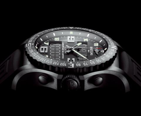 ブラックケースでカッコイイ、ハイテク技術の腕時計!