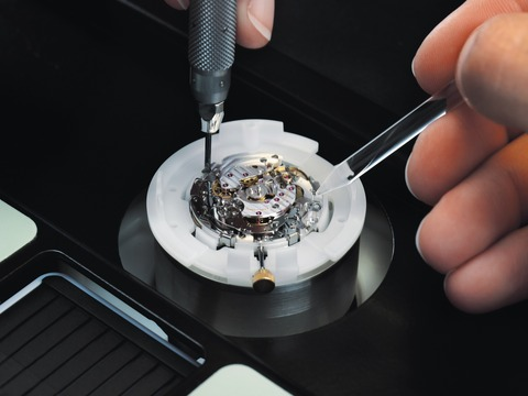 Breitling_Chronometrie_-_Assembly_003