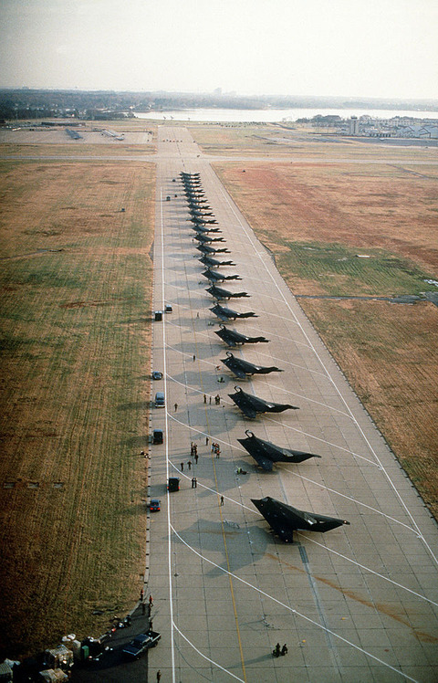 640px-Stealth_Fighters_37Tac