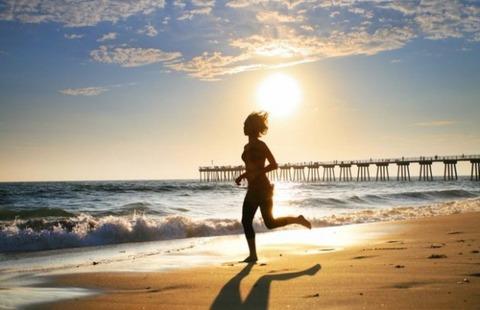 running-on-the-beach-620x400