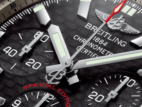 Chronomat_44_Carbon_Dial_004