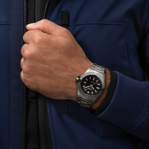 a17318101b1a1-avenger-automatic-43-on-wrist