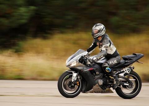 motorcycle-3216183_640