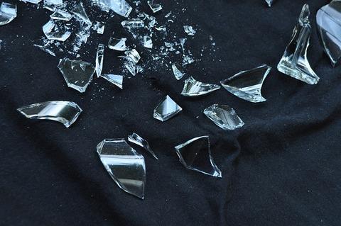 glass-1818068_640.jpg 破壊