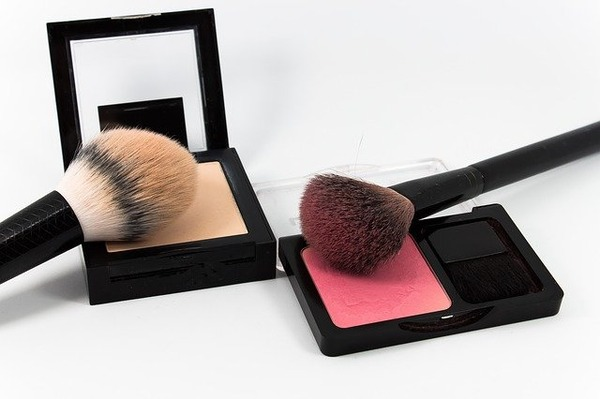 make-up-4093535_640