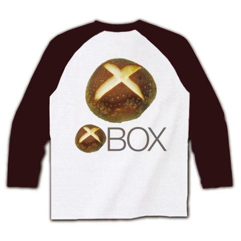 【しいたけマニア必須!ゲーム系グッズ?】しいたけボタンシリーズ シイタケBOX(背面大しいたけ、再レイアウトver) ラグラン長袖Tシャツ(ホワイト×チョコレート)【XBOX風Tシャツ】