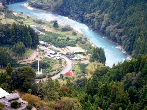 13番への道(鮎喰川遠景2)
