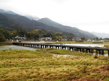 20番への道(沈下橋)