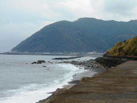 24番への道(55号山と海)