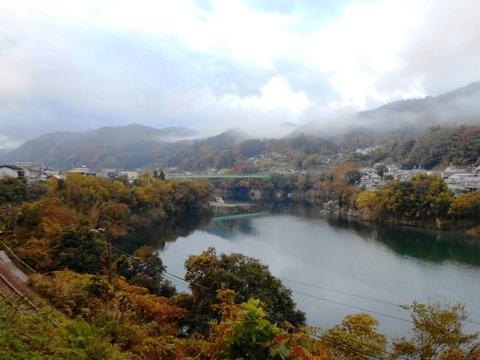別格15番への道(朝の吉野川)