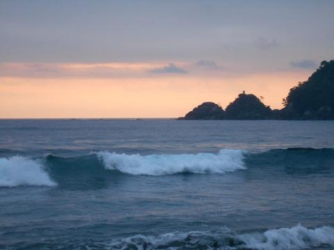 24番への道(東洋町の海)