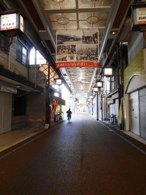 79への道(坂出の商店街)
