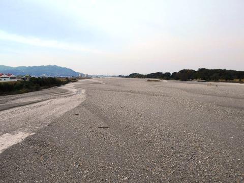 48への道(重信川)