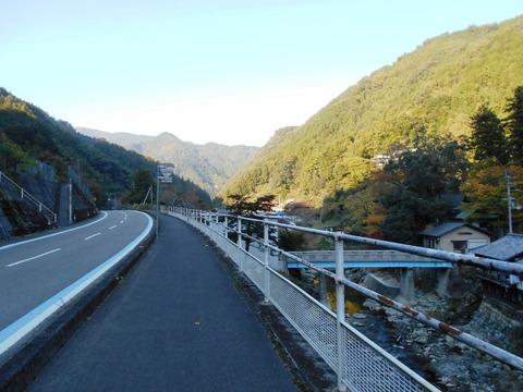 44番への道(ひわた峠1)