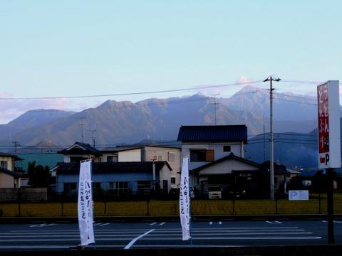 西山興隆寺近くから横峰山を望む