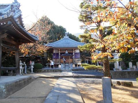 曼荼羅寺境内