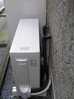 施工写真:エコキュート-ヒートポンプ配管写真