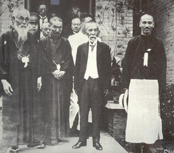 Tsuyoshi_Inukai_with_Mitsuru_Toyama_and_Chiang_Kai-shek_cropped