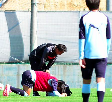 磐田・中村俊輔、負傷?練習中に腰を押さえてうずくまる…