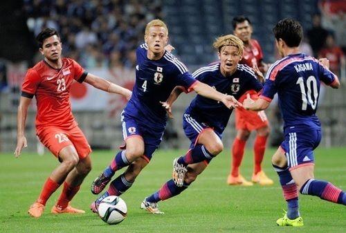 何で日本のサッカーってカウンターで敵陣まで攻めて行きながら味方を待つの?