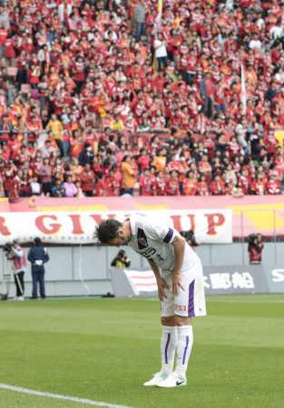 J2京都・闘莉王、試合後に名古屋サポのもとへ自ら挨拶!「レッズでは5万人越えのブーイングもあったけど・・・」