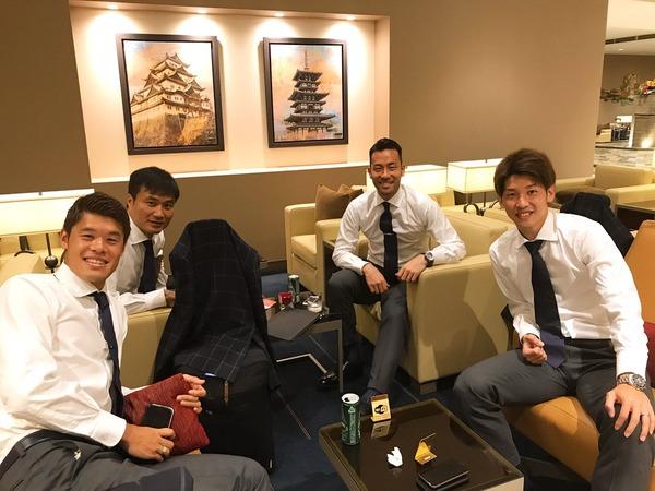 【画像】イラク戦 決戦の舞台イランへ出発する日本代表メンバー! <W杯アジア最終予選>