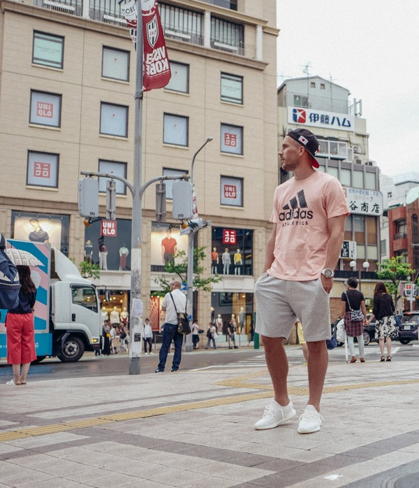 【画像】神戸ポドルスキ、元町をぶらぶら!こんな目立つとこにいたのかww