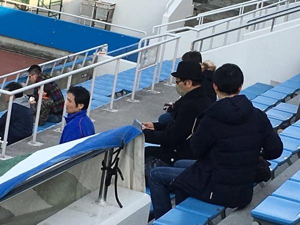 【画像アリ】J2徳島サポの大杉漣さん三ツ沢に降臨!