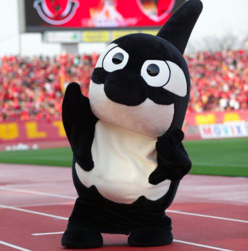 【画像】名古屋の選手たちがグランパスくんを描いた結果…なかなかの絵心ww